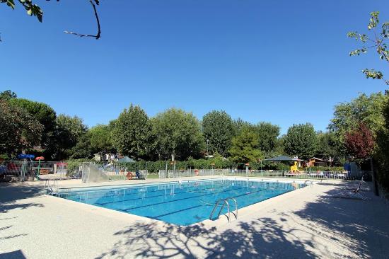 Recinto de piscinas picture of camping bungalow park - Piscina villaviciosa de odon ...