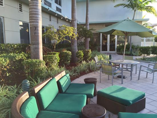 Nice Outdoor Seating Picture Of Springhill Suites Miami