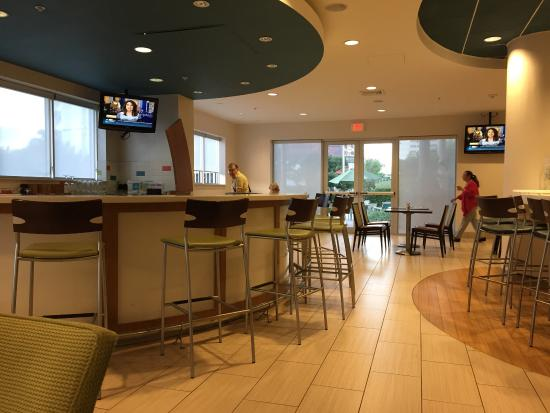 SpringHill Suites Miami Downtown/Medical Center : Bar and breakfast area