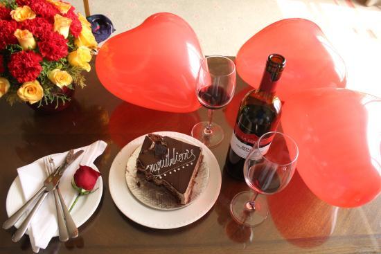 ITC Kakatiya: Cake, Balloons, Wine, Flowers!