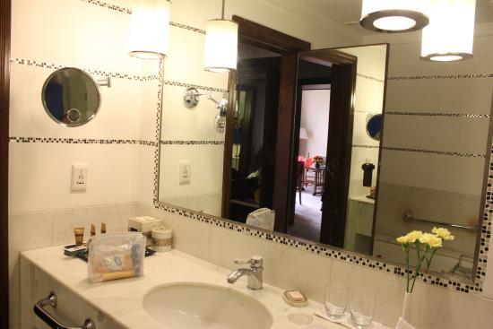 ITC Kakatiya: Bathroom