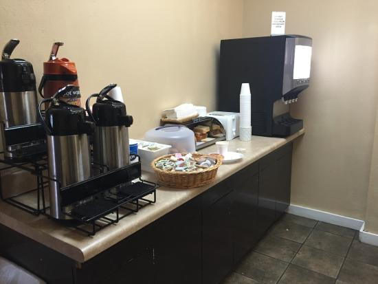 PARKVIEW INN & SUITES: Complementary Breakfast. Make your own waffles on the other side.