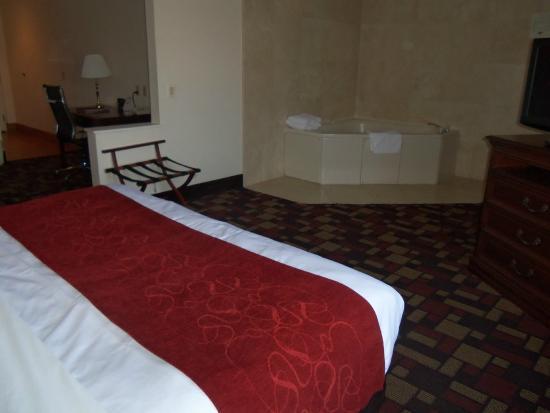 Comfort Suites: Whirlpool Suite