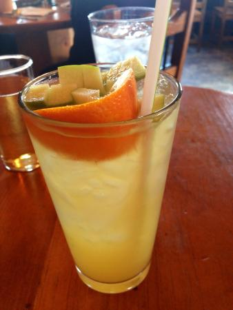 Gutiz: White sangria filled with fresh fruit