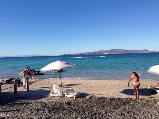 Club De Playa El Tecolote : Two ferries pass