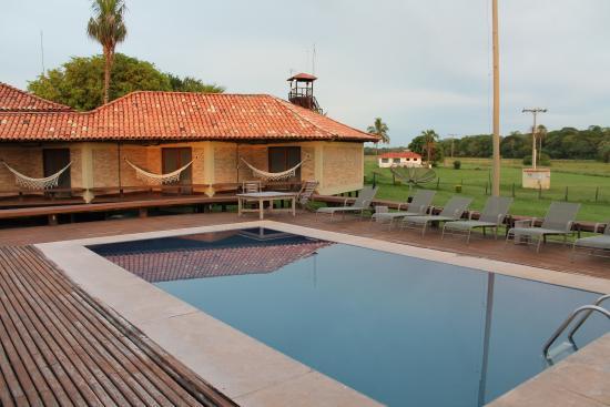 Vista da parte externa da pousada do ref gio caiman um for Aki piscinas hinchables
