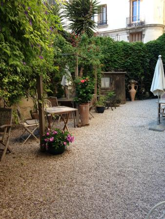 Nice Garden Hotel : Garden area