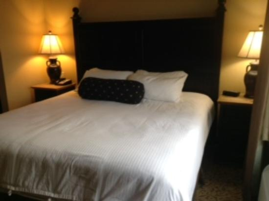The Inn at Circle T: King Suite Plush Bedding