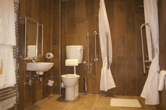 Mythe Farm B&B: Disabled bathroom in 'The Dairy'