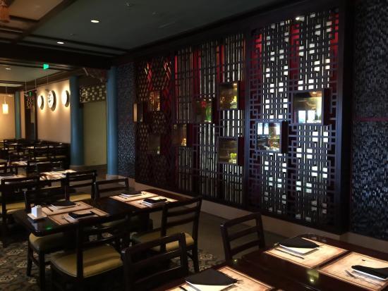 Nine Dragons Restaurant : Great open areas