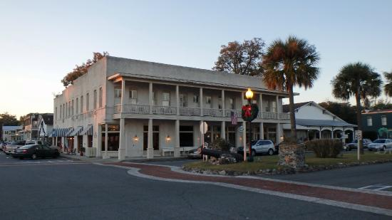 Riverview Hotel: View from street