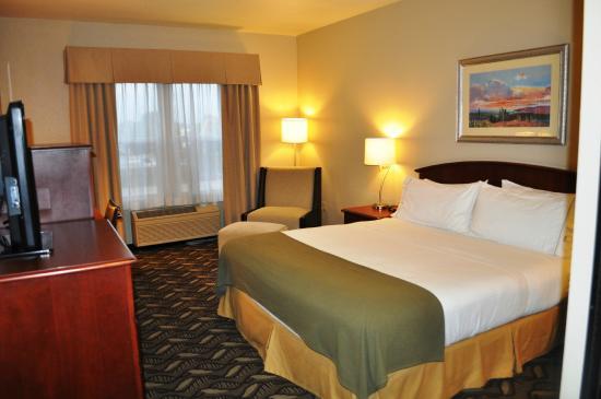 Holiday Inn Express - West Sacramento: King Bed