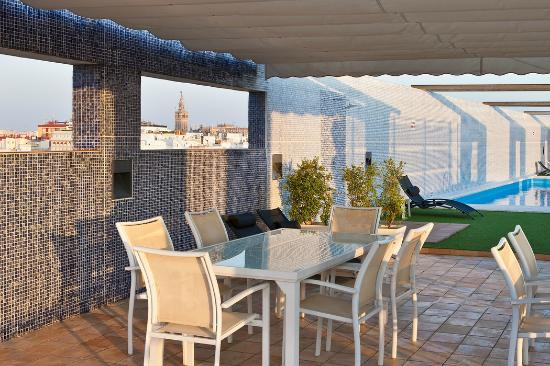 Nh sevilla plaza de armas updated 2017 hotel reviews for Suites sevilla plaza
