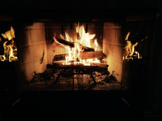 Sourwood Inn: Morning or Evening Fire in Wood-Burning Fire Place