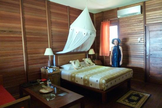 Raja Ampat Dive Lodge: Large windows in front and back