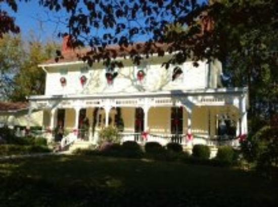 The Potted Geranium Tea Parlor & Gifts: Potted Geranium - exterior