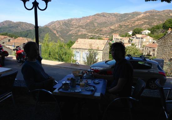 Hotel de la Poste: Petit dejeuner with a view