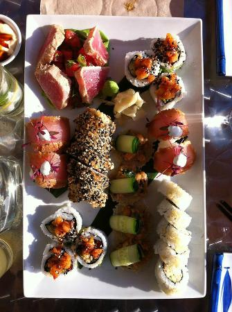 Sushi Taxi Mont-Tremblant: Notre assiette! mmmmm...