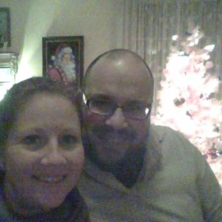 Frog Hollow Bed and Breakfast: Couple selfie in the living room