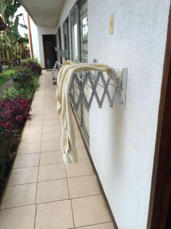 Inaki Uhi Hotel : Communal Towel Rack :(