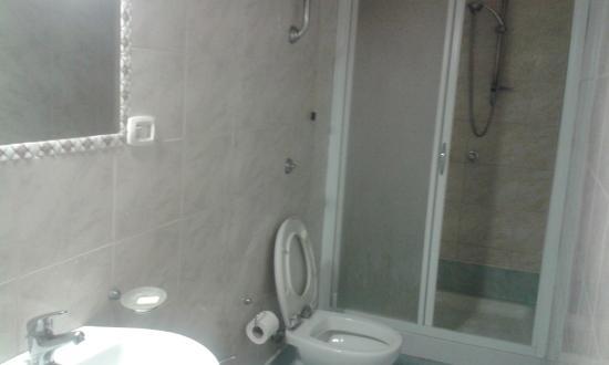 Hotel Le Orchidee: bagno con cabina doccia ampia
