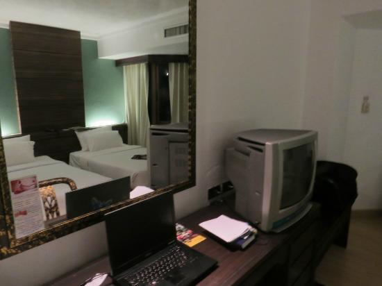 Holiday Garden Hotel: Room