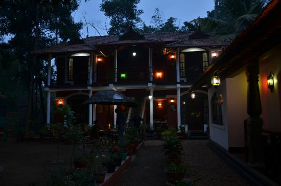 Bamboo Lagoon Backwater Front Resort: Night view 2
