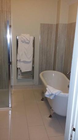 Widbrook Grange: Bathroom in room 21