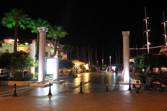 Liman Restaurant : Начало набережной с ресторанами.