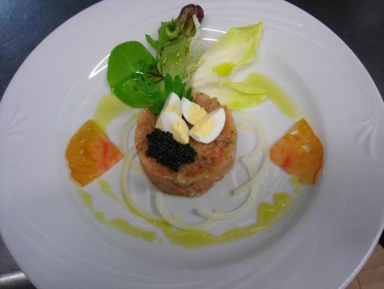 La Navilla : Tartar de salmón marinado a las finas hierbas