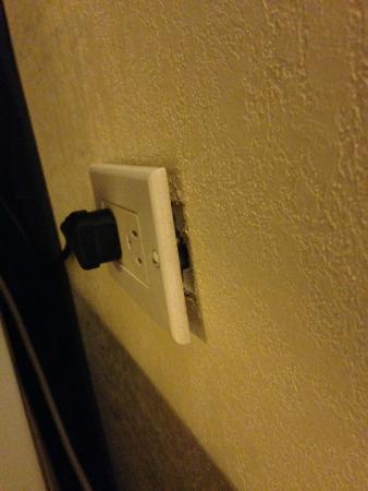 Econo Lodge: Electrical outlet