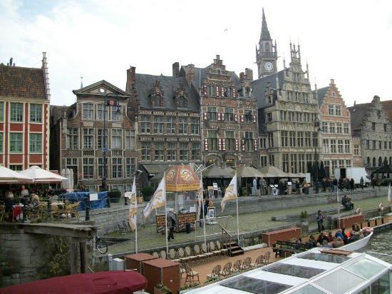 Rederij De Gentenaer : Il se trouve sur le quai du Graslei