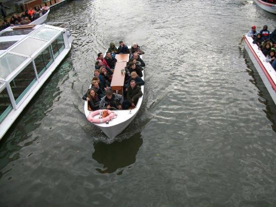 Rederij De Gentenaer : La table à apéritif est au milieu du bateau