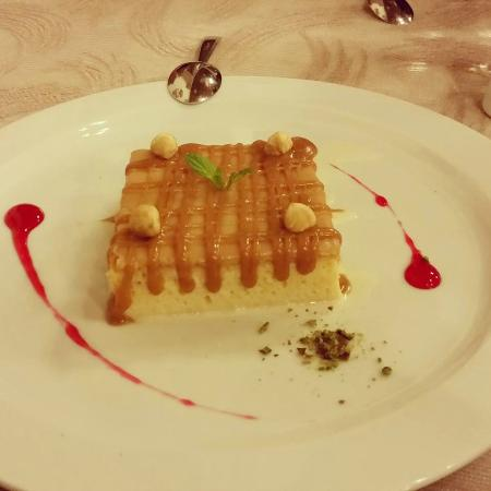 Les Pergamon Hotel: Trileçe, traditional desers made with 3 kind of milk and caramel on top
