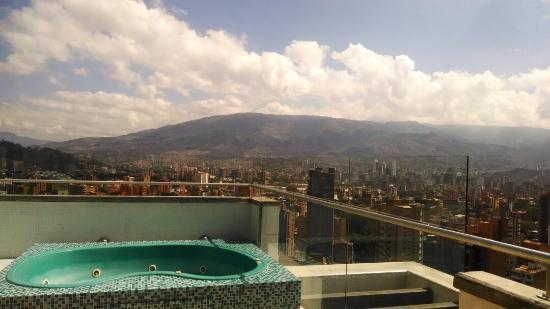 Inntu Hotel Medellin : Jaccuzi en la terraza