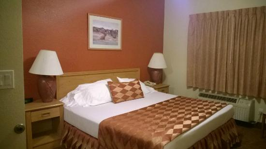 Island Suites: Comfortable and Clean bed