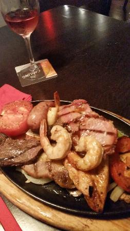 Charlies Tavern: Combo grill