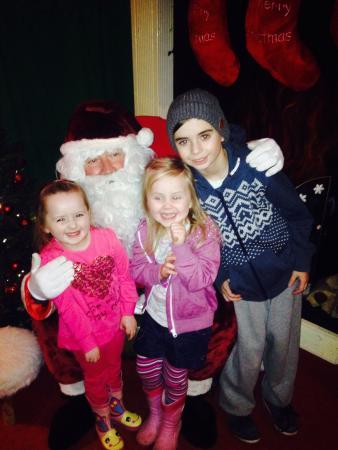 Red Mountain Open Farm: Kids visiting Santa