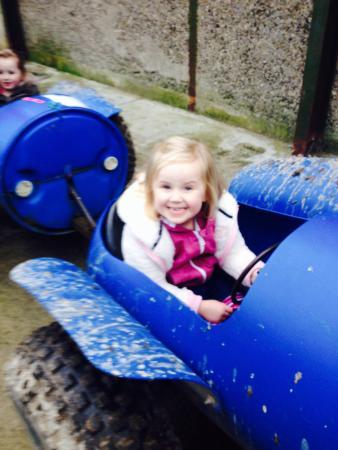Red Mountain Open Farm: Hannah on the blue barrel ride around the farm ��