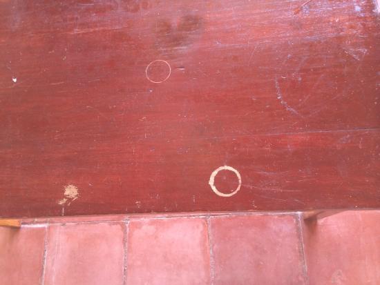 Hotel Villas El Parque: Mesa marcada