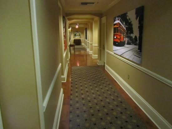 The Pelham: Hotel corridor