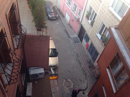 Ercan Inn: Вид из окна кухни