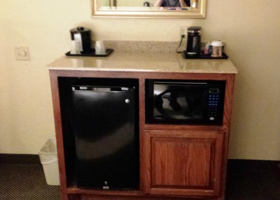Country Inn & Suites By Carlson, Norman: Refrigerator/Microwave