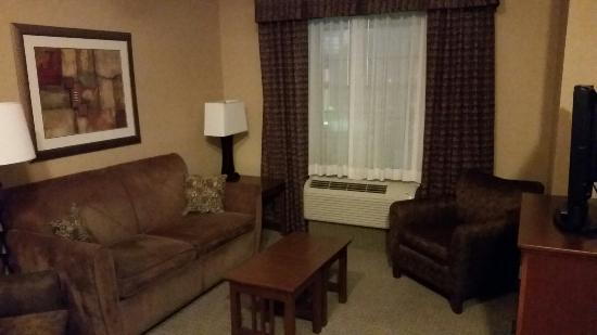 Staybridge Suites Rogers-Bentonville: Living room