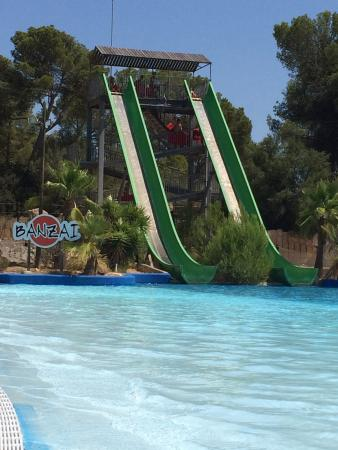 Hidropark : Double slides to help you zoom over the waters surface!