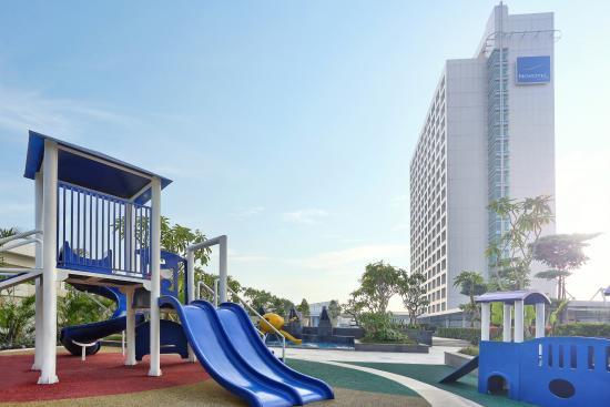 Novotel Manila Araneta Center - Family & Business trip hotel - Restaurants & Bars