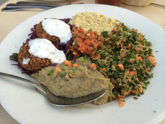 Cafe Gulistan: Vegetarian combo platter