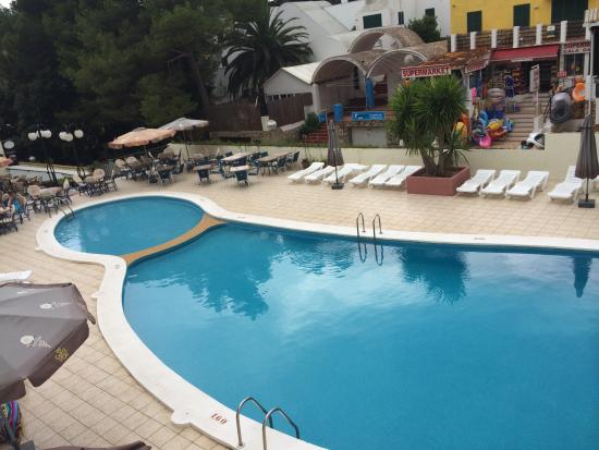 Apartamentos Alta Galdana: Pool by day