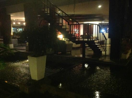 Casa Padma Hotel & Suites: Reception from the pool on a rainy night - gorgeous
