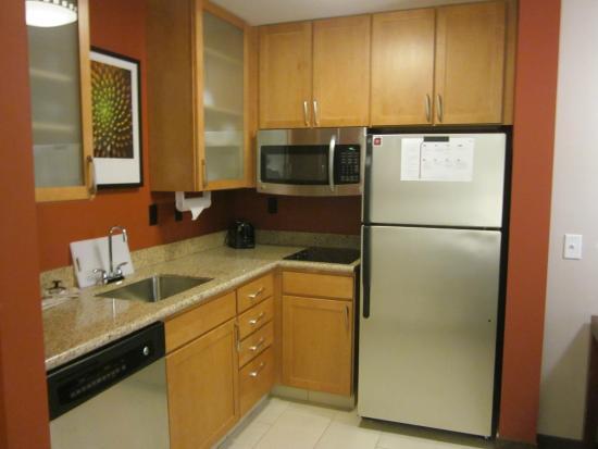 Residence Inn Coralville: Nice new stainless steel appliances